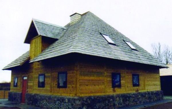 Four-sided, or Valme roof